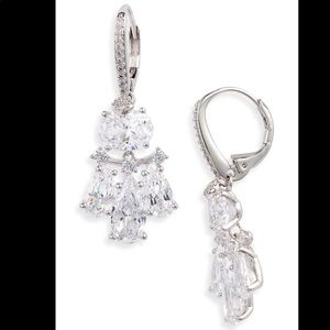 NADRI First KISS Small Chandelier earrings